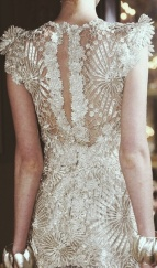 Lace back of dress / Weddbook