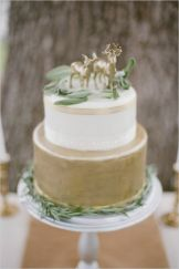 White and Gold Cake / Live Studio Photography
